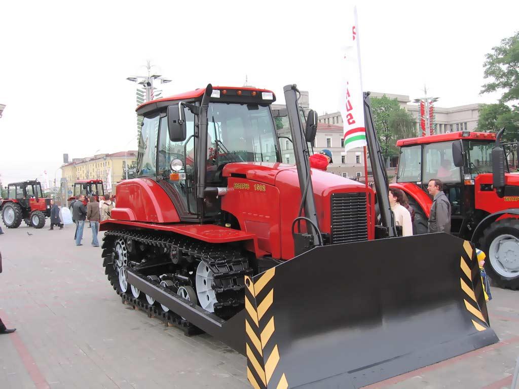 """...области было дано поручение изготовить на ПО  """"МТЗ """" до апреля 2011 года 70 гусеничных тракторов  """"Беларус-1502-01 """"..."""